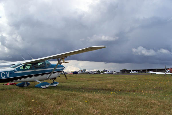 Cessna waiting for storms.